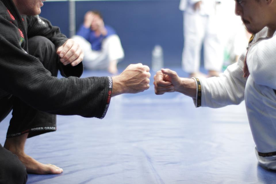 The meaning of oss or osu in brazilian jiu jitsu bjj and other forms of martial art stems from traditional japanese okinawan karate when looking at the meaning of oss or osu m4hsunfo
