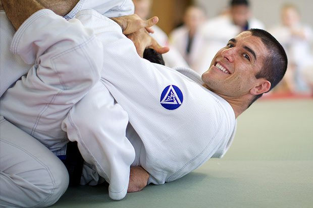 Rener Gracie offers free GST course to online doubter